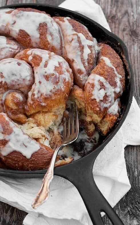 Коричный хлеб и пончики с корицей