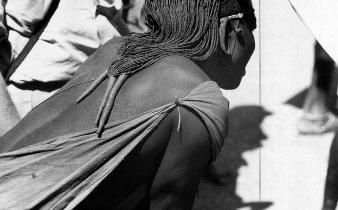 1941.Типичная прическа масаи. Возле озера Магади