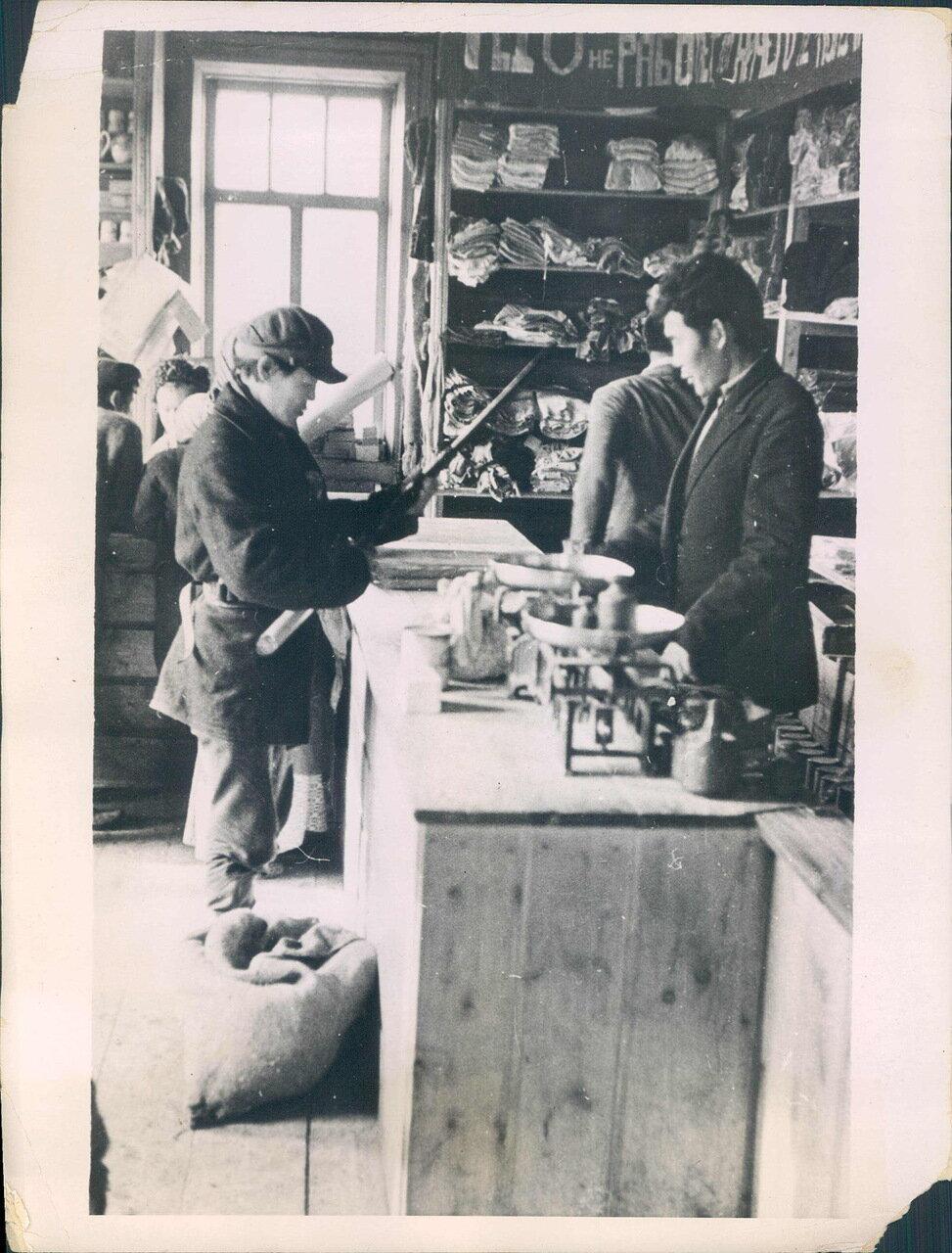 1935. Магазин где-то на севере Сибири