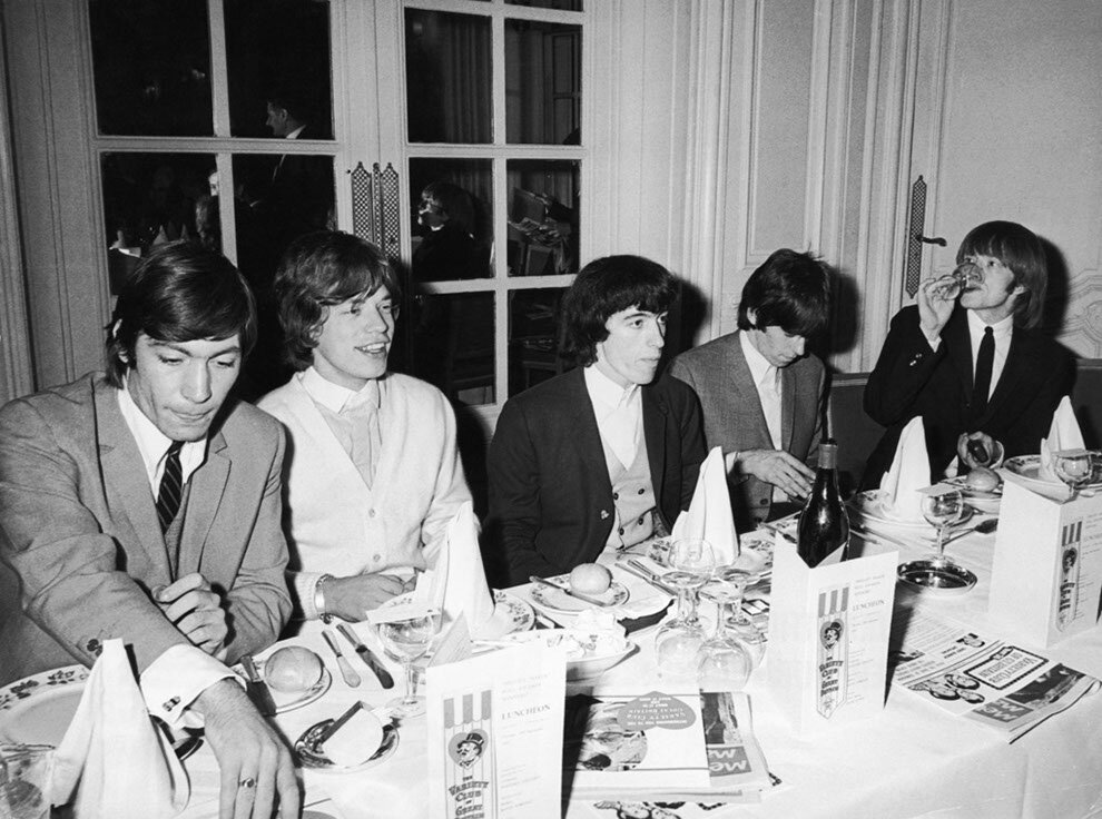 1964. 11 сентября. The Rolling Stones обедают в отеле Savoy в Лондоне
