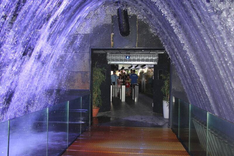 Водяная арка в Aquarium de Paris