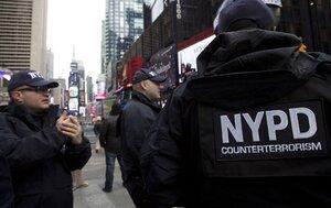 В США арестованы 80 полицейских и пожарных в отставке