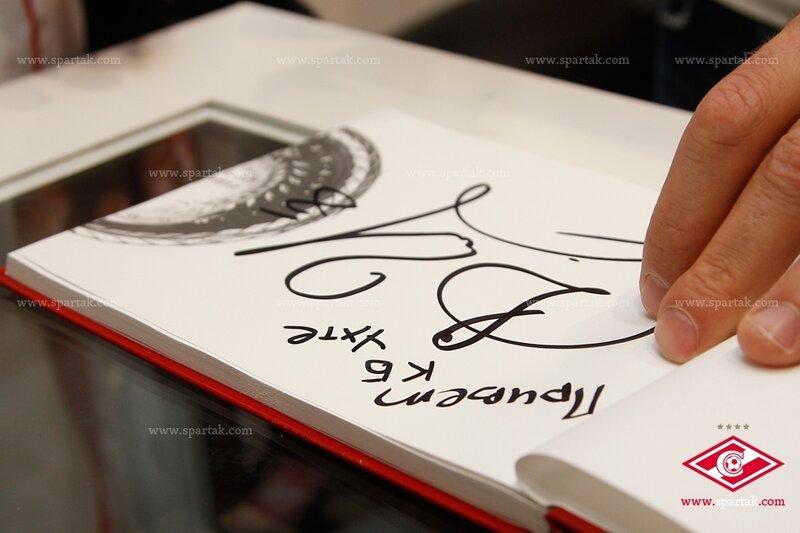 Автограф-сессия Дениса Глушакова в официальном магазине «Спартак» (Фото)