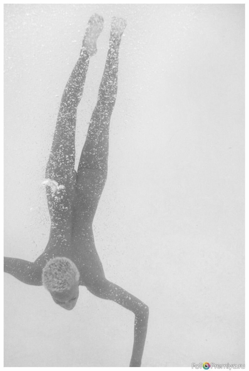 Толстушки голышом в бассейне 20 фотография