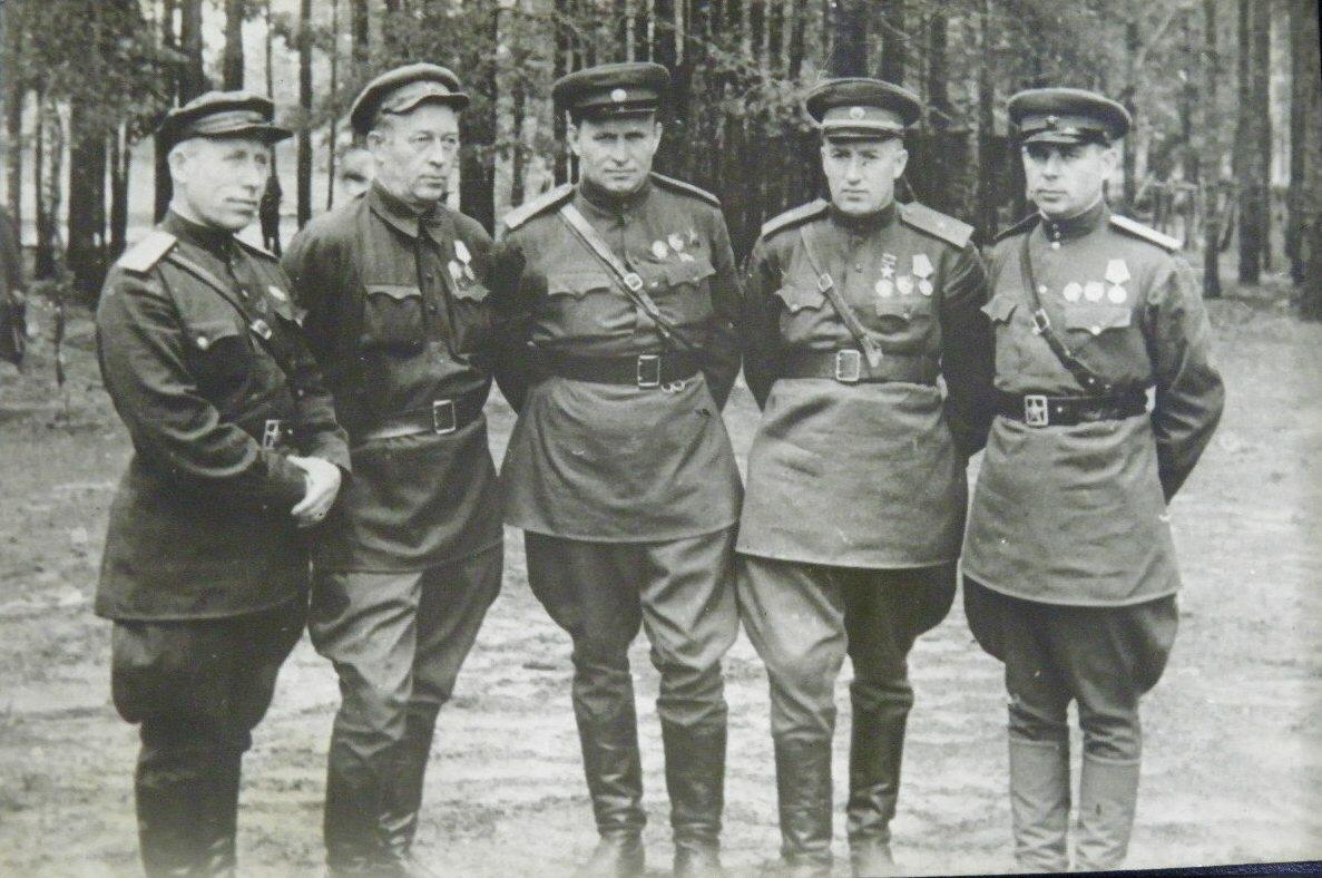 Демьян Сергеевич Коротченко , Тимофей Амвросиевич Строкач , Александр Николаевич Сабуров (1908—1974), генерал-майор, командир партизанского соединения