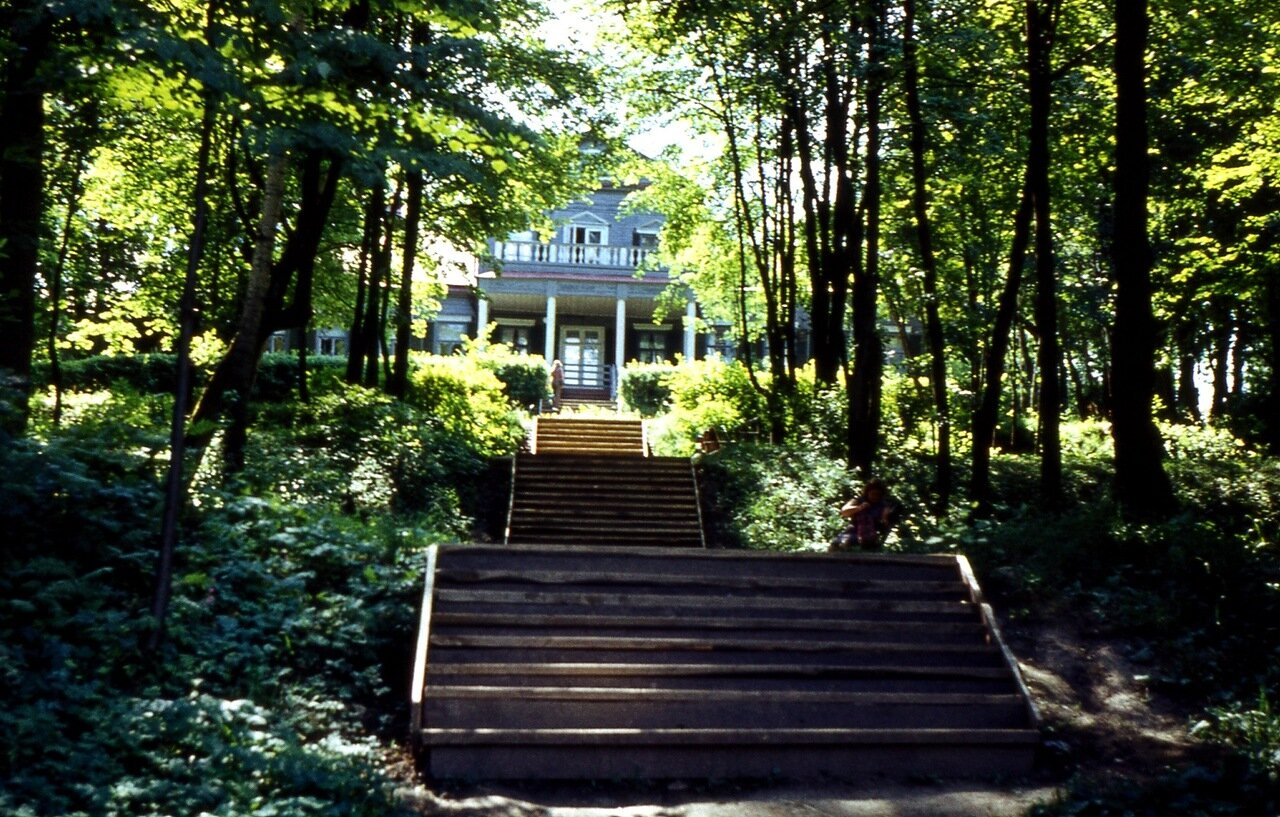 1.Абрамцево 1975. Парадная  лестница