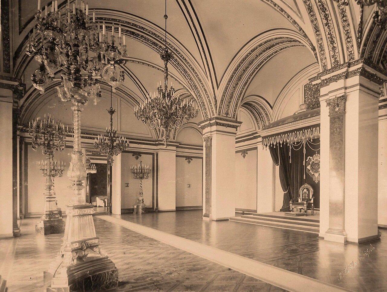 Интерьер Екатерининского (тронного императрицы) зала на парадной половине Большого Кремлёвского дворца