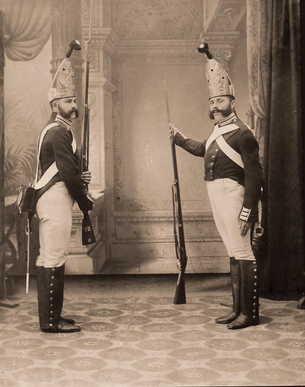 Военные чины в исторических формах лейб-гвардии Павловского полка образца 1798-1881 гг.