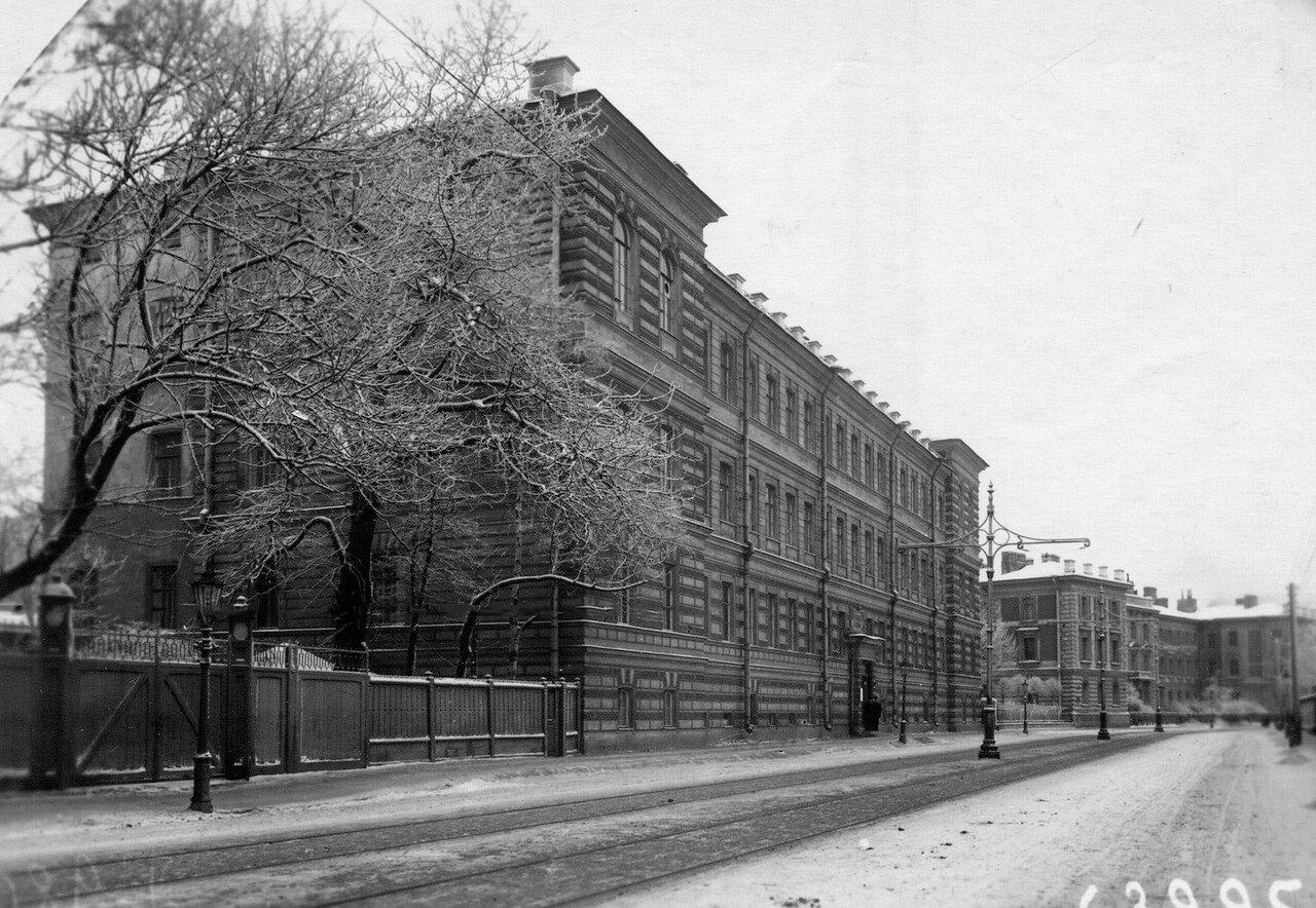 02. Общий вид главного корпуса женского медицинского института.  1913