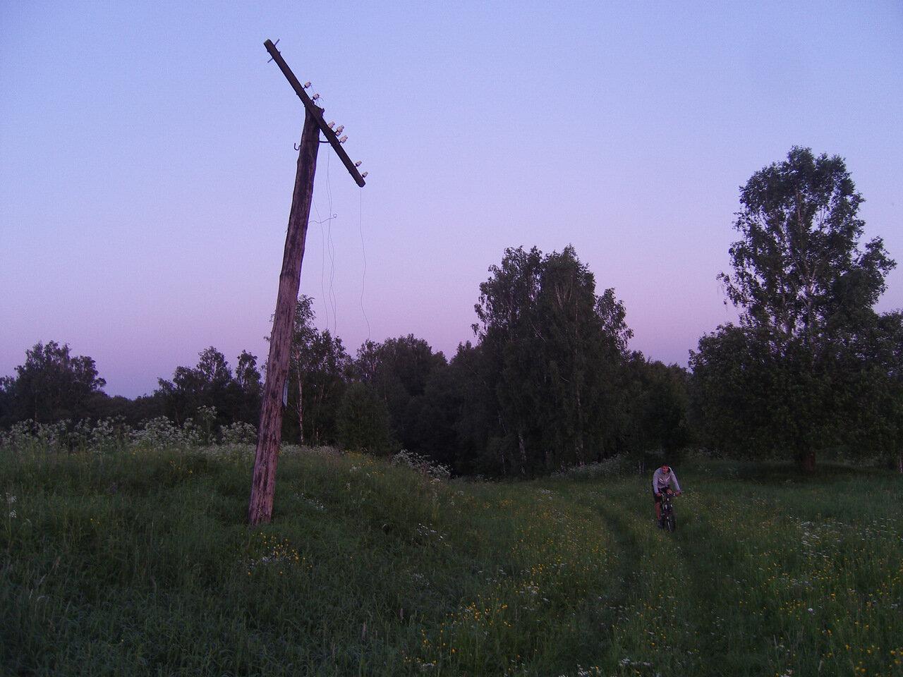 самый трудный перелаз пройден... нас встречает древний телеграфный (?) столб