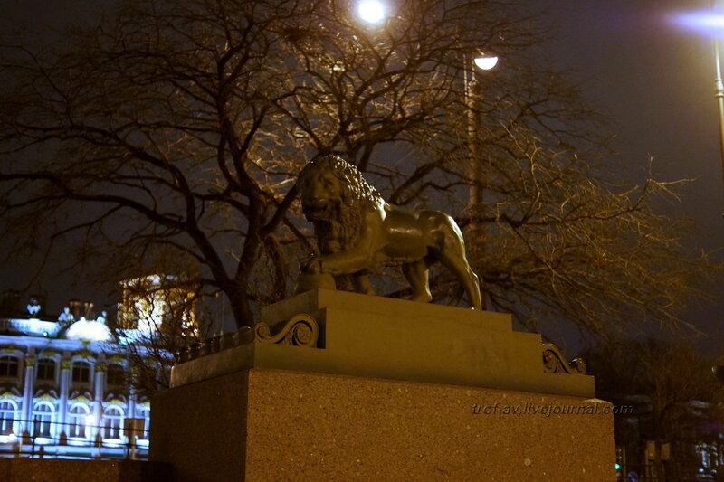 Лев на Адмиралтейской набережной, ночной Санкт-Петербург