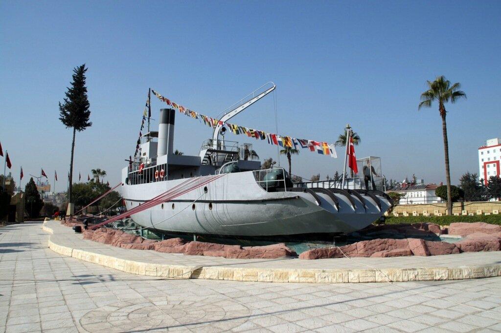 Мемореальный корабль