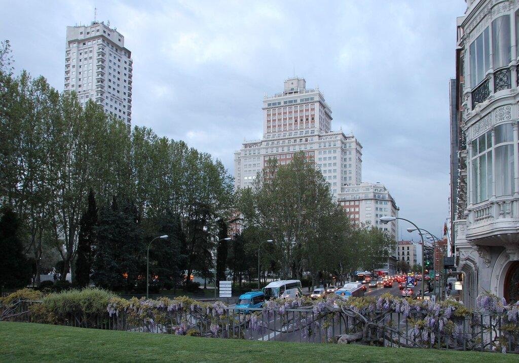 Мадрид. Вечер на площади Испании