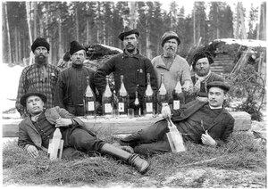 Архангельская губерния. Холмогорский уезд. Лесозаготовители. 1910-е гг.