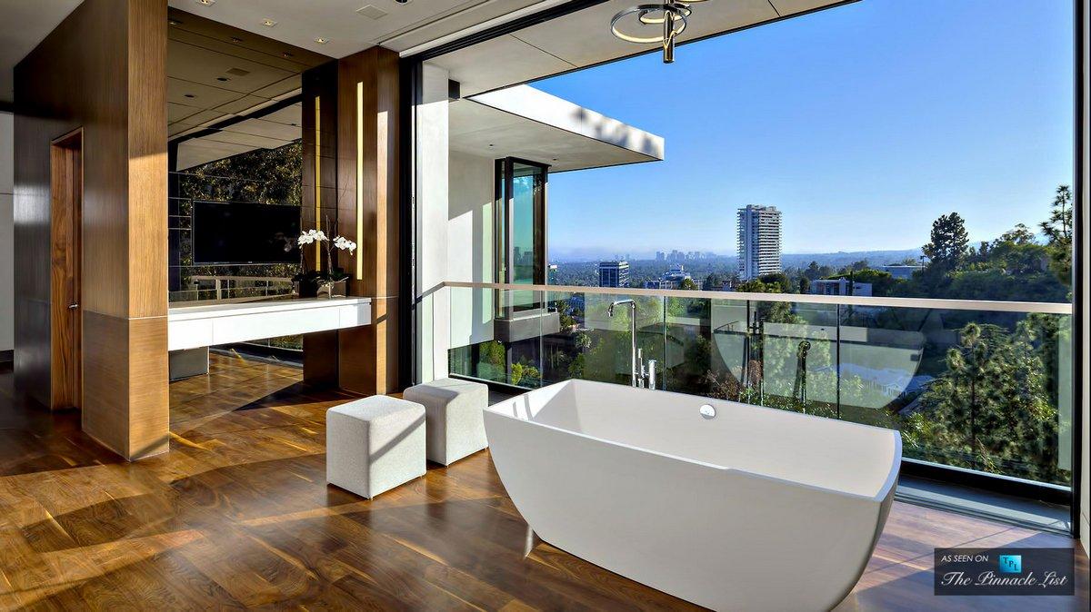 Ванная с видом на город