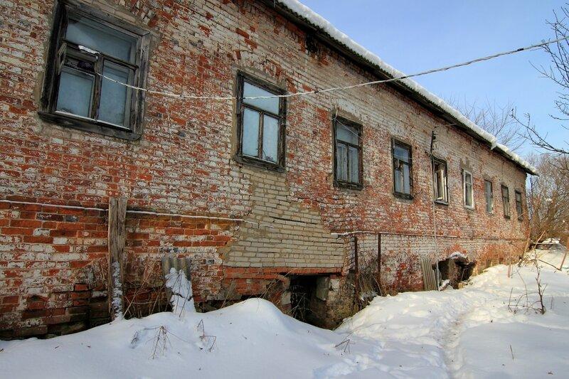 Старый кирпичный жилой дом - флигель, Никольское-Обольяниново