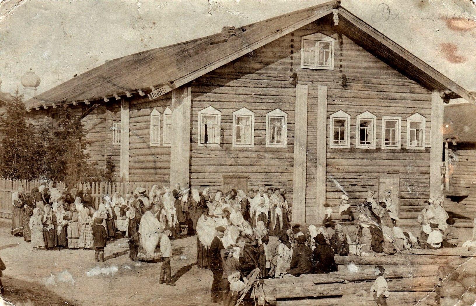 В деревне Погорелец на реке Мезени