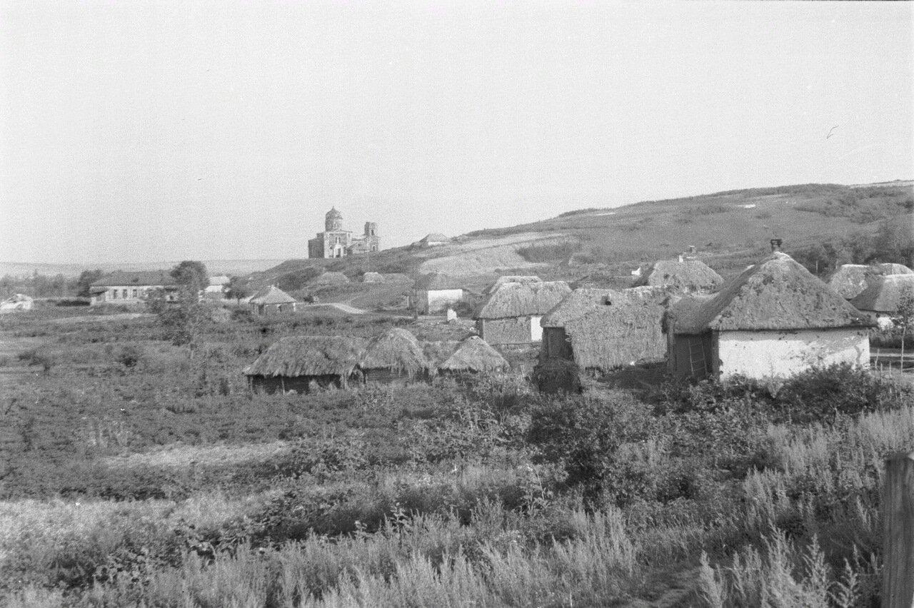 Белгородская область. Вид на деревню и церковь