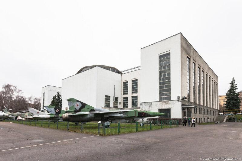 Территория открытой экспозиции боевой техники Центрального Музея Вооруженных Сил