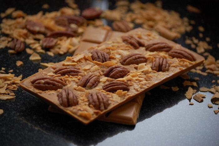 карамельный шоколад и пекна
