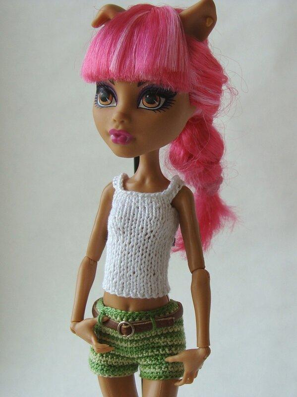 много кофточек платье и одни шортики куклы Monster High вязание