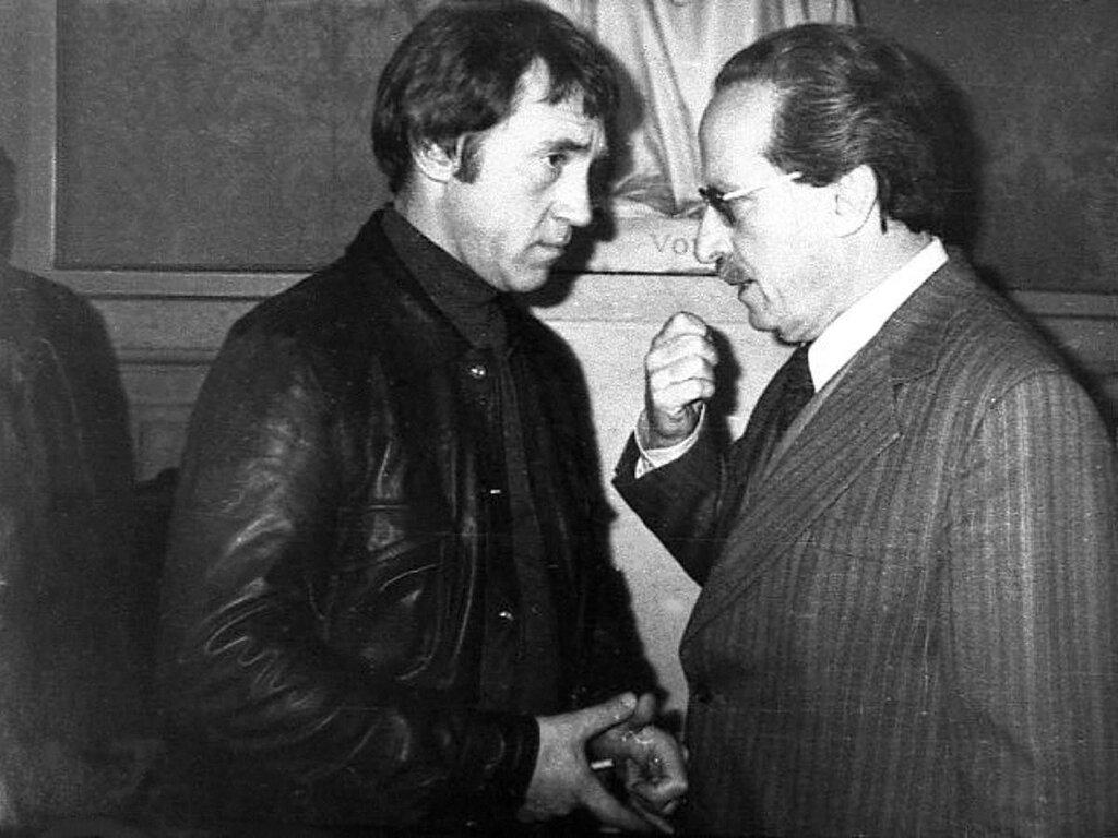 Владимир Высоцкий на вечере советской поэзии в  Павийон де Пари в Париже  26 октября 1977 года. Фото Пьера Уэйза