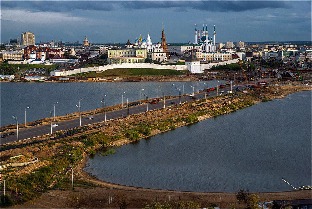 Казанский кремль — древнейшая часть Казани, комплекс архитектурных, исторических и археологических п