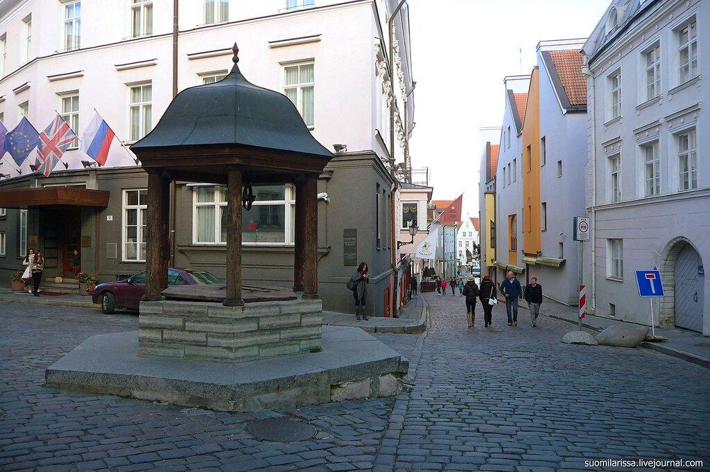 Памятник колодцу.