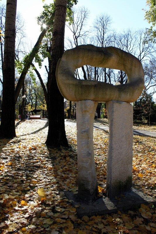 Инсталляция в Мариинском парке