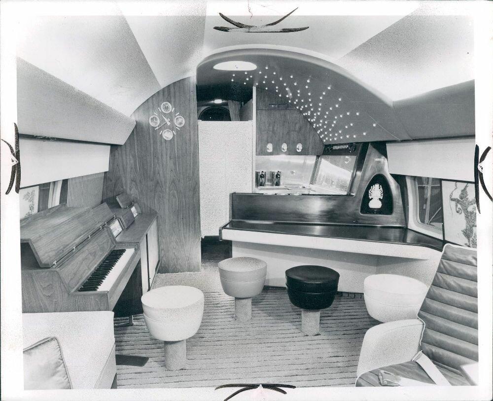 1963. Внутри самолета актера Фрэнка Синатры