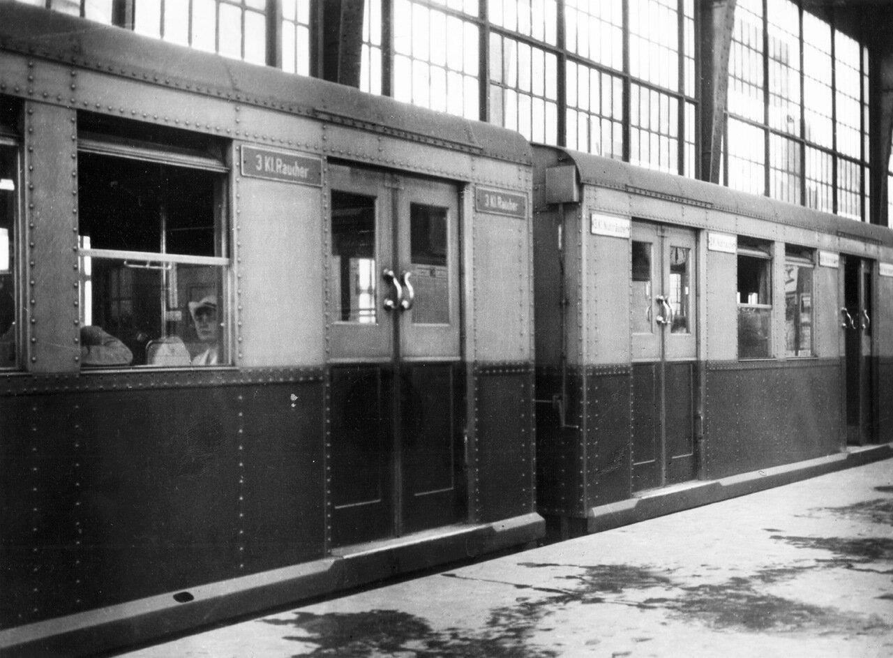 1932. Берлин, станция Фридрихштрассе.
