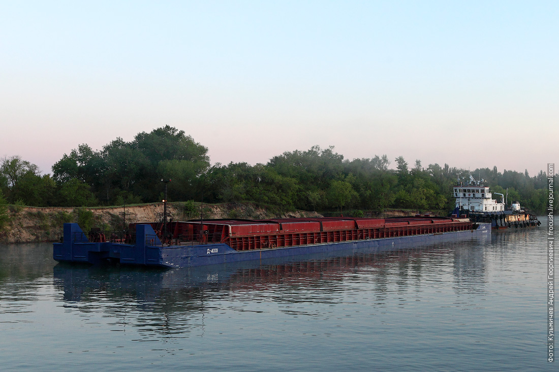 Дон. Состав: сухогрузная баржа «Д-4001» (2001 года постройки) и буксир-толкач «Татьяна Барамзина» (1983 года постройки)