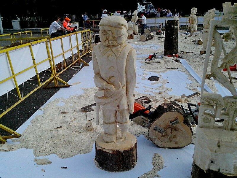 Пират с крюком вместо руки и деревянной ногой (мастер Смирнов Виталий Сергеевич, г. Киров) - скульптура конкурса «Лесная сказка»