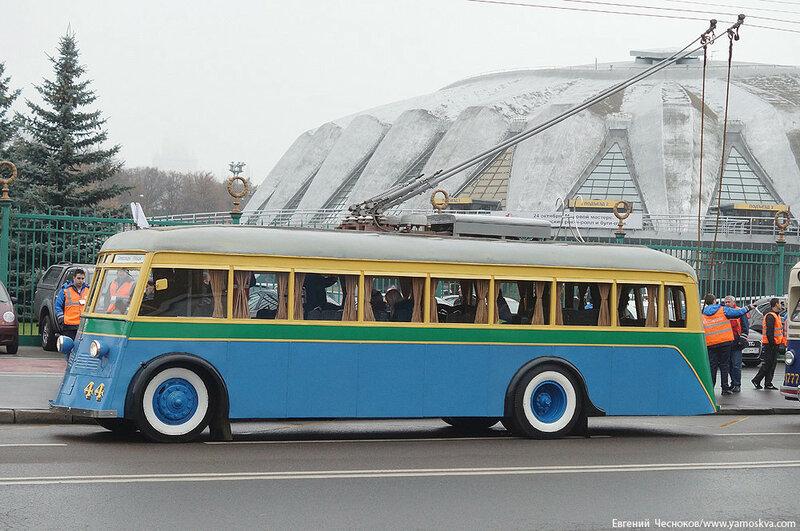 Осень. Парад троллейбусов. ЯТБ1. 24.10.15.16..jpg