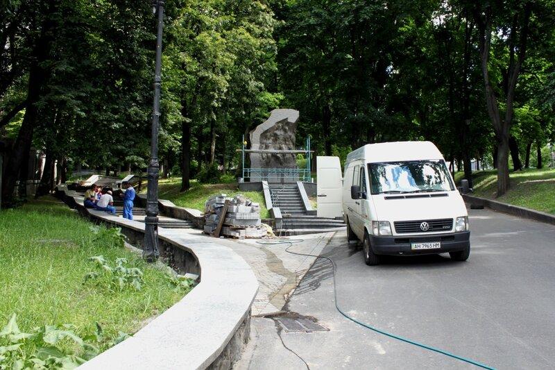 Новый памятник возле стадиона Динамо
