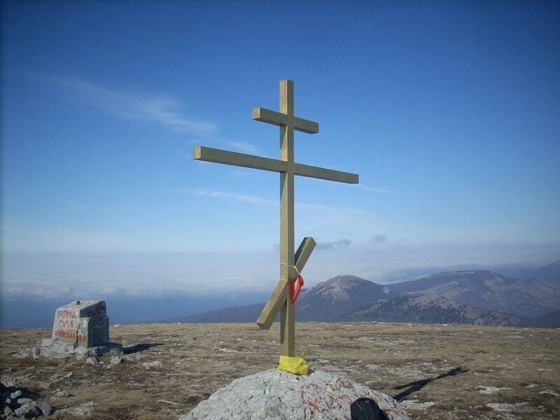 Крест на вершине горы Роман-Кош