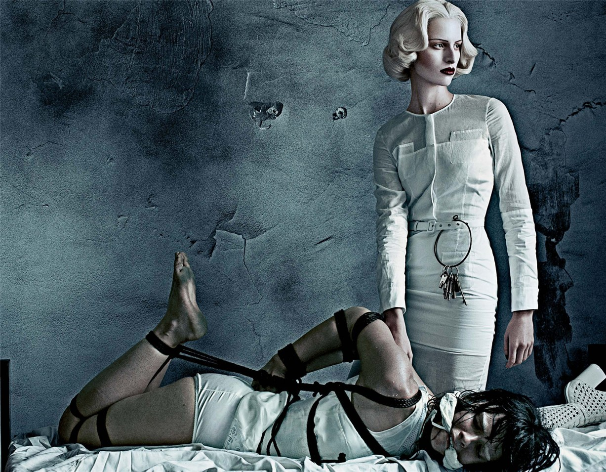 Каролина Куркова и Кристал Ренн / Karolina Kurkova and Crystal Renn by Steven Klein as Institutional White in Interview Magazine march 2012