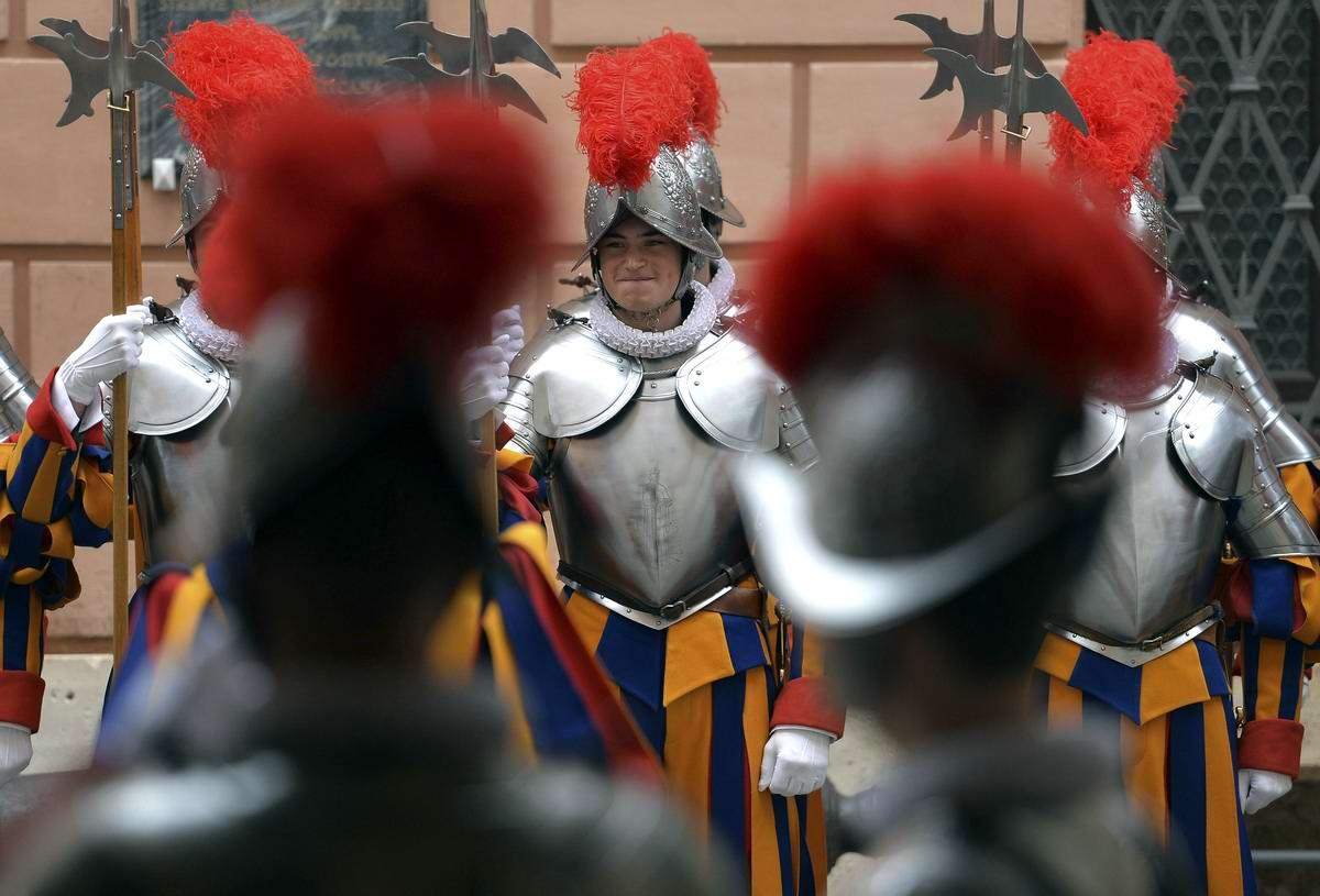 Швейцарская гвардия Ватикана: Новобранцы присягают на верность Папе Римскому (16)