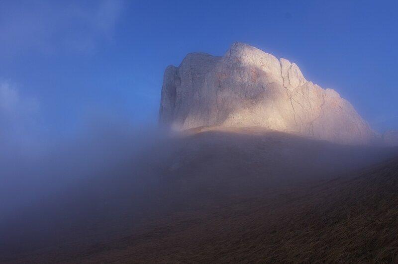 Восточная воротина в тумане.