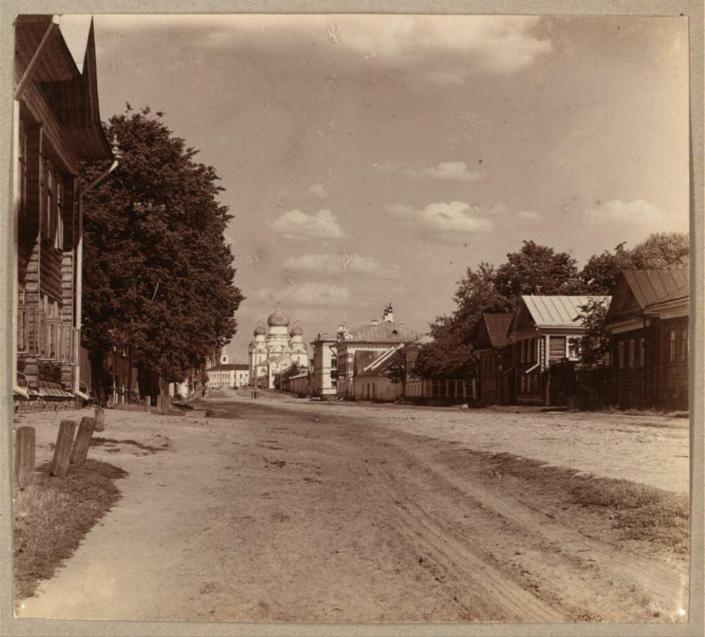 Петровская улица и женский Успенский монастырь. 1910.