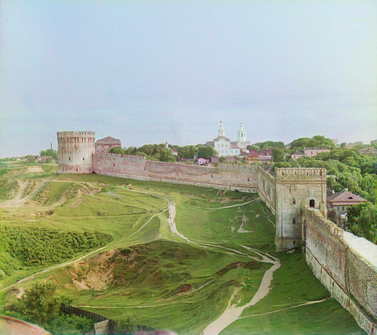 Вид на крепостную стену с башни Веселуха