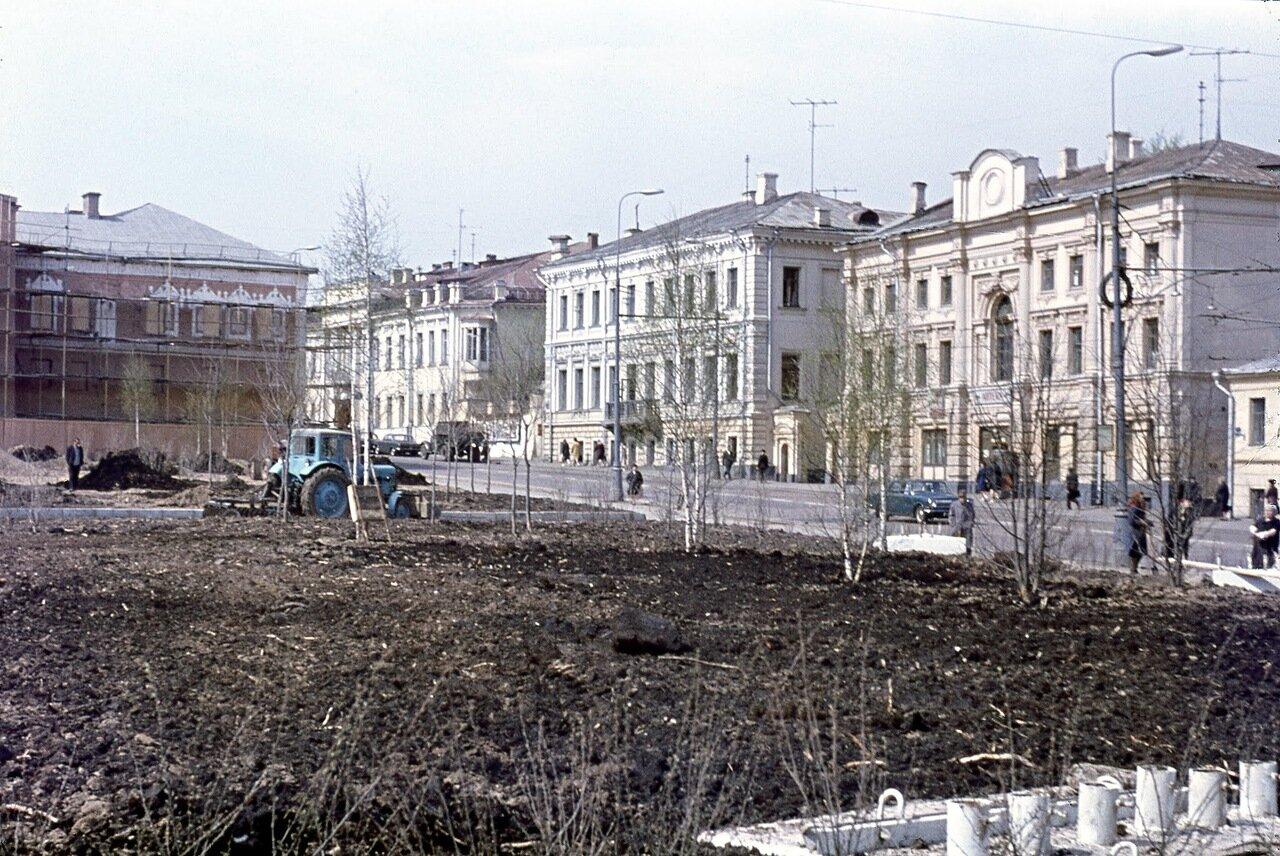 Вид на ул. Кропоткина (Пречистенку). Апрель 1972 г.