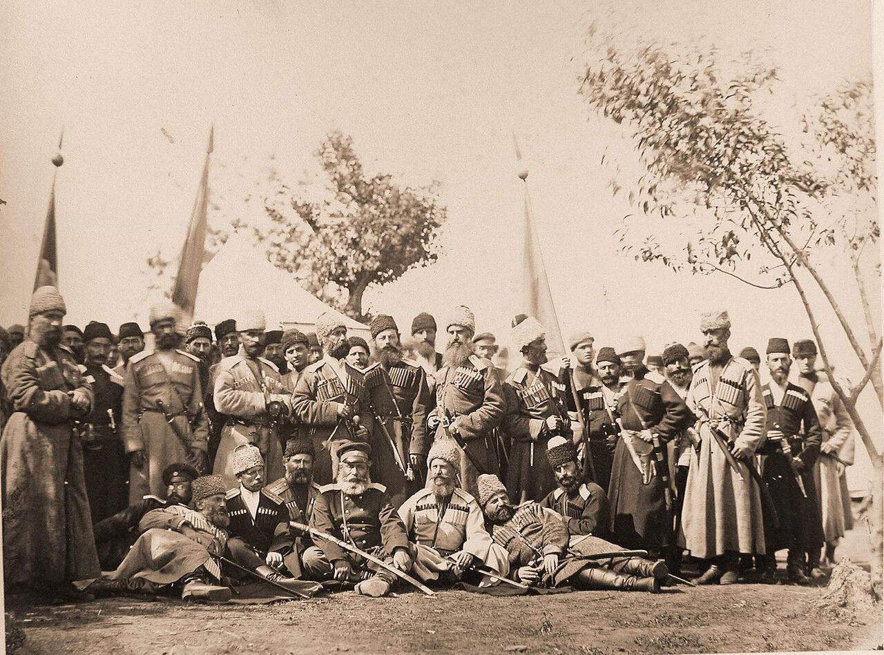 Группа офицеров Кутаисского конно-Иррегулярного полка; в центре - командир полка Петр Петрович Принц