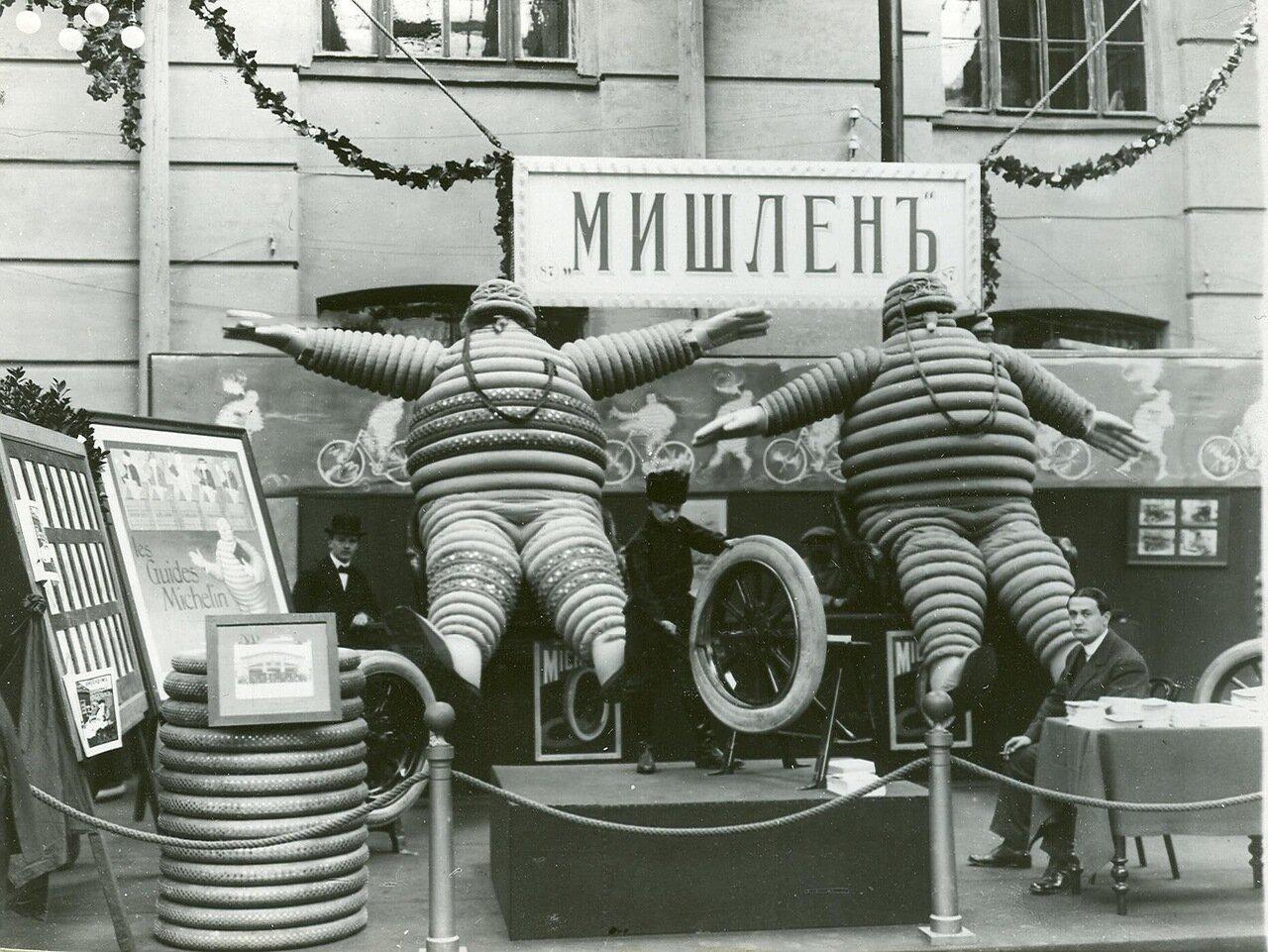 27. Экспонаты французской фирмы Мишлен на Четвертой Международной автомобильной выставке в Михайловском манеже