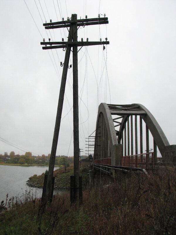 Телеграфные провода и паровоз СО