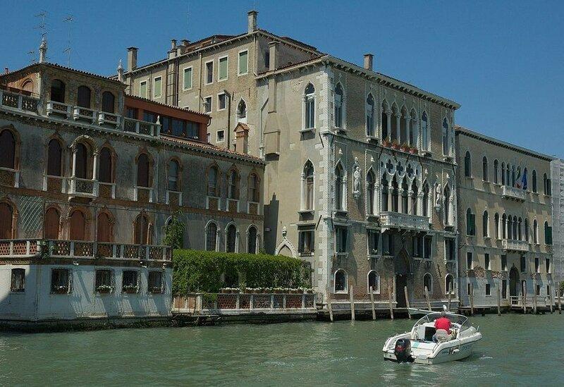 Palazzo-Loredan-and-Moro.jpg