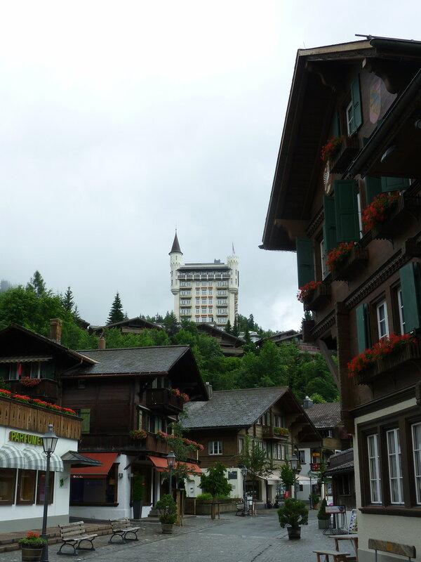 Вид на отель Gstaad Palace