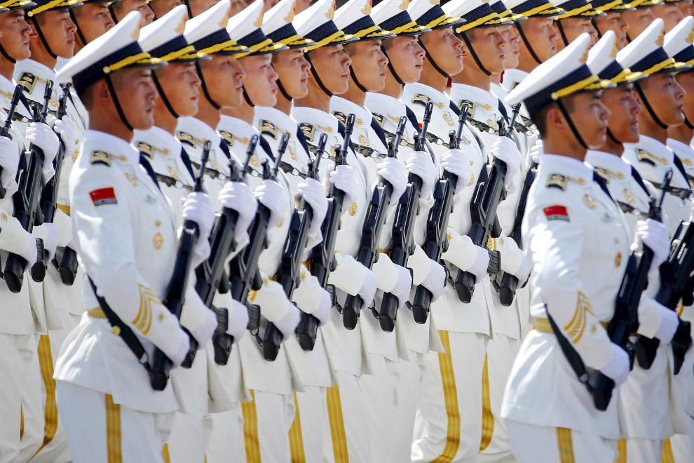 7. Китайские солдаты. (Фото Kevin Frayer):