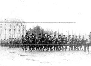 Марш-парад подразделений полка перед Екатерининским дворцом.