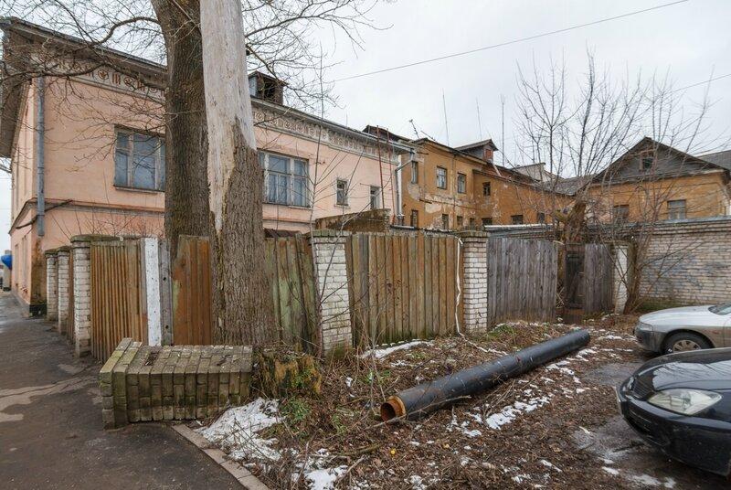 Вид домов 24 и 22 по улице Володарского со стороны улицы Ленина, Кимры
